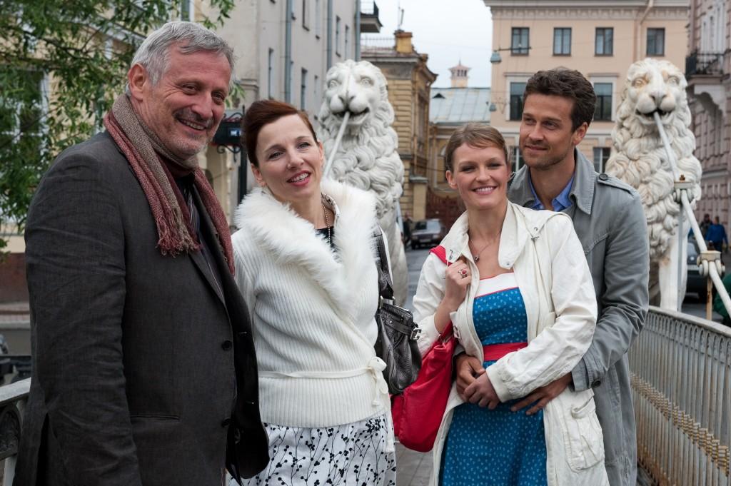 Jan (Wayne Carpendale, r.), Maren (Caroline Scholze, 2.v.r.), Matthias (Konstantin Wecker, l.) und Nadjeschda (Meret Becker, 2.v.l.)