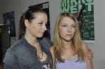 Tanja (Senta Sofia Delliponti, li.) und Lili (Iris Mareike Steen)