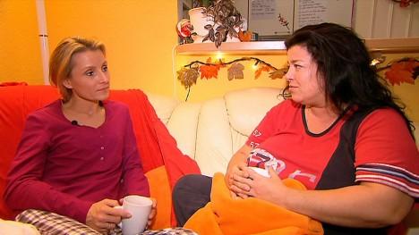Alexa Iwan (li.) bei Sandra in Berlin
