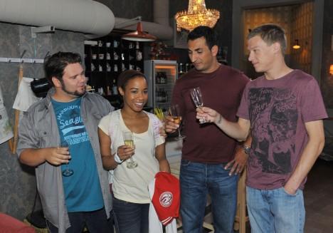 Jacky (Samia Dauenhauer), Tuner (Thomas Drechsel, li.), Mesut (Mustafa Alin, 2.v.re.) und Vince (Vincent Krüger)
