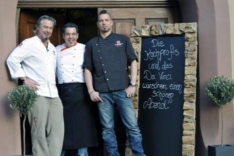 Frank 'Fo' Oehler (li.) und Andi Schweiger (re.) und Koch Paolo
