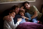 Jochen (Hendrik Duryn, 2.v.l.), Susanne (Anja Kling), Florian (Samuel Schneider, r.) und Benny (Aaron Kissiov, 2.v.r.)
