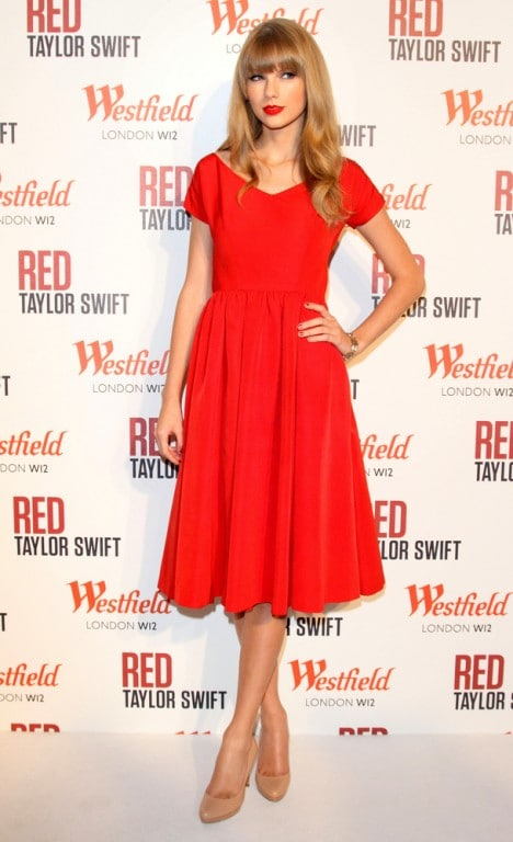 Taylor Swift Switches on Westfield Shopping Centre's Christmas Lights in London on November 6, 2012
