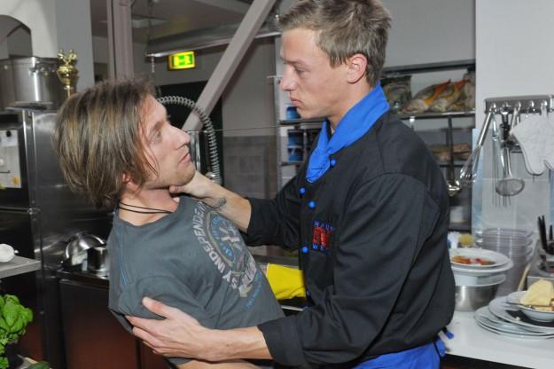 Vince (Vincent Krüger, re.) und Bommel (Merlin Leonhardt) bei GZSZ