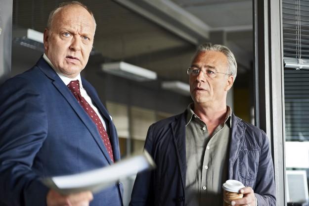 Tatort: Scheinwelten, Prinz (Christian Tasche) und Max Ballauf (Klaus J. Behrendt, r)