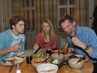 Zac (Jascha Rust, li.), Alexander (Clemens Löhr) und Lilly (Iris Mareike Steen)
