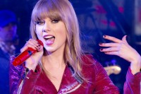 "Taylor Swift - ""New Year's Rockin' Eve 2013"" with Taylor Swift, PSY and Carly Rae Jepsen"