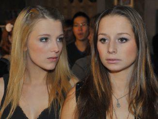 Lilly (Iris Mareike Steen, li.) und Tanja (Senta-Sofia Delliponti)