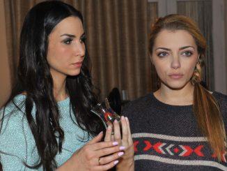 Ayla (Sila Sahin, li.) und Emily (Anne Menden) bei GZSZ