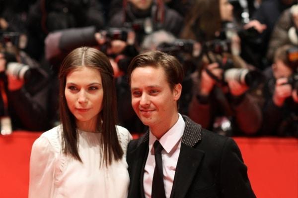 Tom Schilling mit Begleitung auf der Berlinale 2013, über dts Nachrichtenagentur