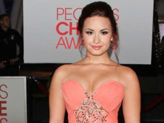 Demi Lovato - People's Choice Awards 2012 - Arrivals