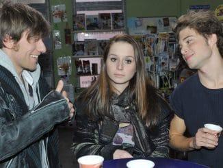 Tim (Merlin Leonhardt, li.), Zac (Jascha Rust) und Tanja (Senta-Sofia Delliponti)