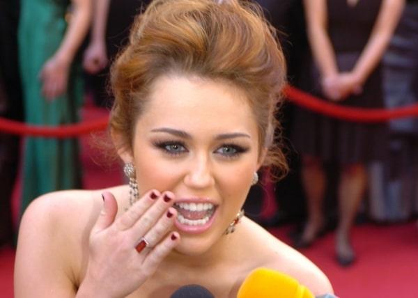 Miley Cyrus hat Angst vor Perücken - Promi Klatsch und Tratsch