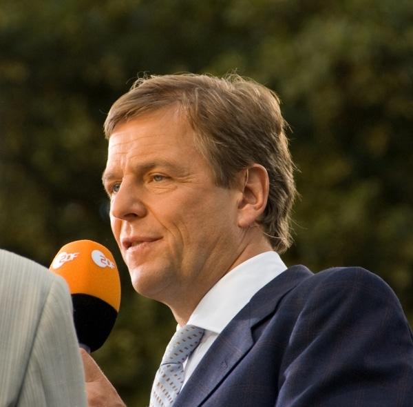 """ZDF-Moderator Kleber sieht Zukunft der """"Tagesschau"""" skeptisch - TV News"""