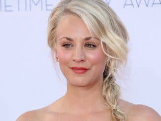 Kaley Cuoco - 64th Annual Primetime Emmy Awards