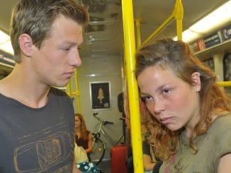 Vince (Vincent Krüger) und Mieze (Franziska van der Heide)
