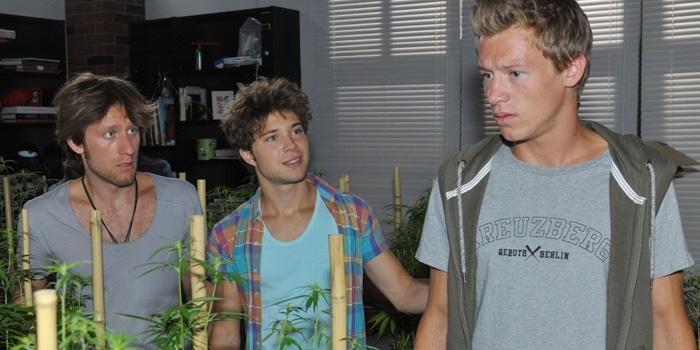 Bommel (Merlin Leonhardt), Zac (Jascha Rust, M.) und Vince (Vincent Krüger, r.)