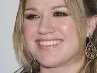 Kelly Clarkson - 51st Annual GRAMMY Awards - Salute to Icons: Clive Davis