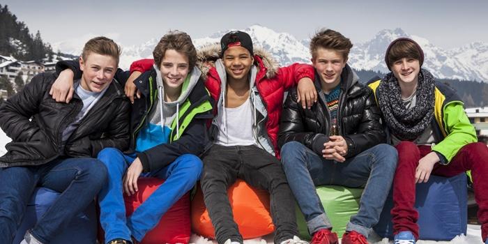 Philipp, Lukas, Felix, Joel und Tom (von links nach rechts) vor Bergkulisse