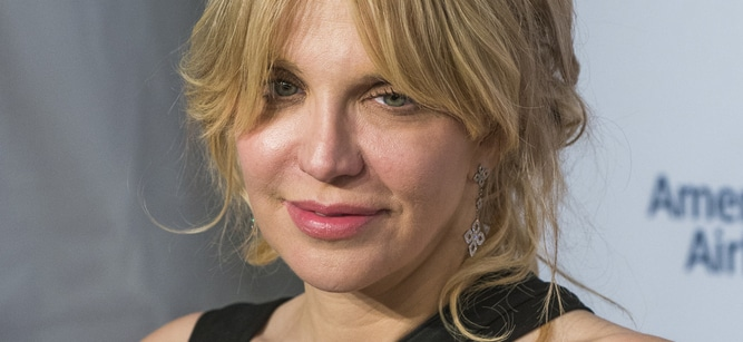 "Courtney Love - Elton John AIDS Foundation's 12th Annual ""An Enduring Vision Benefit"" - Arrivals"