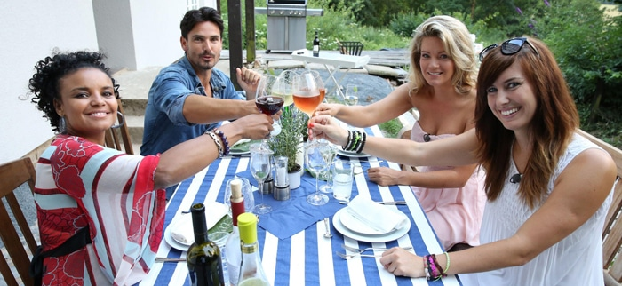"""Das perfekte Promi Dinner"" mit Jan Kralitschka, Mona Stöckli, Katharina Kuhlmann und Kim Sanders! - TV News"