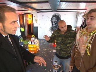 Schmidtis Vater will, dass Krätze und Schmidti einen Nebenjob annehmen, um endlich von ihren Schulden runterzukommen...