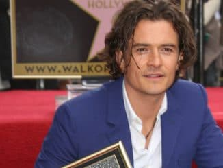 Orlando Bloom - Orlando Bloom Honored with a Star on the Hollywood Walk of Fame thumb
