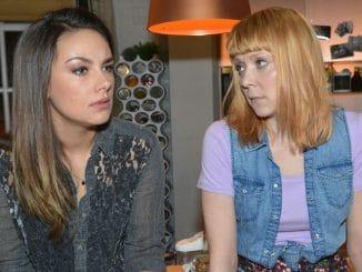 Jasmin (Janina Uhse, l.) und Nele (Ramona Dempsey)