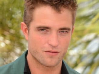 Robert Pattinson attends 'The Rover' photocall thumb