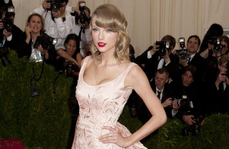 "Taylor Swift - ""Charles James: Beyond Fashion"" Costume Institute Gala - Arrivals"
