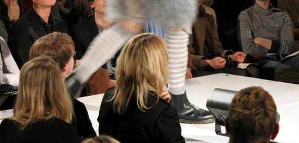 """Emilia Schüle sieht sich als """"kleines Fashion-Opfer"""" - Promi Klatsch und Tratsch"""