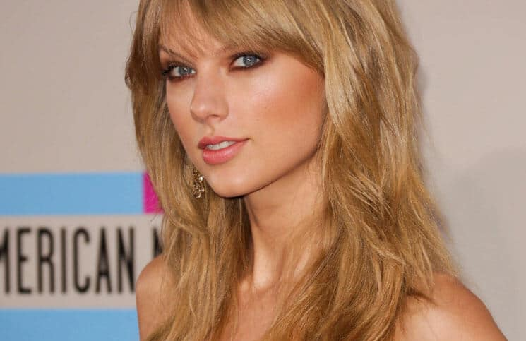 Taylor Swift - 41st Annual American Music Awards - Arrivals