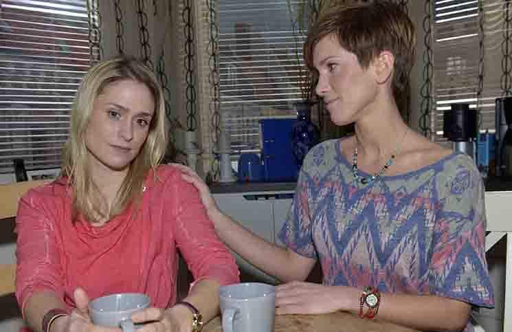 Sophie (Lea Marlen Woitack) und Pia (Isabell Horn)