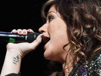 Kelly Clarkson - Q102's Jingle Ball