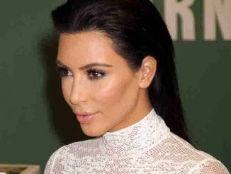 "Kim Kardashian ""Selfish"" Book Signing at Barnes & Noble in New York City on May 5, 2015"