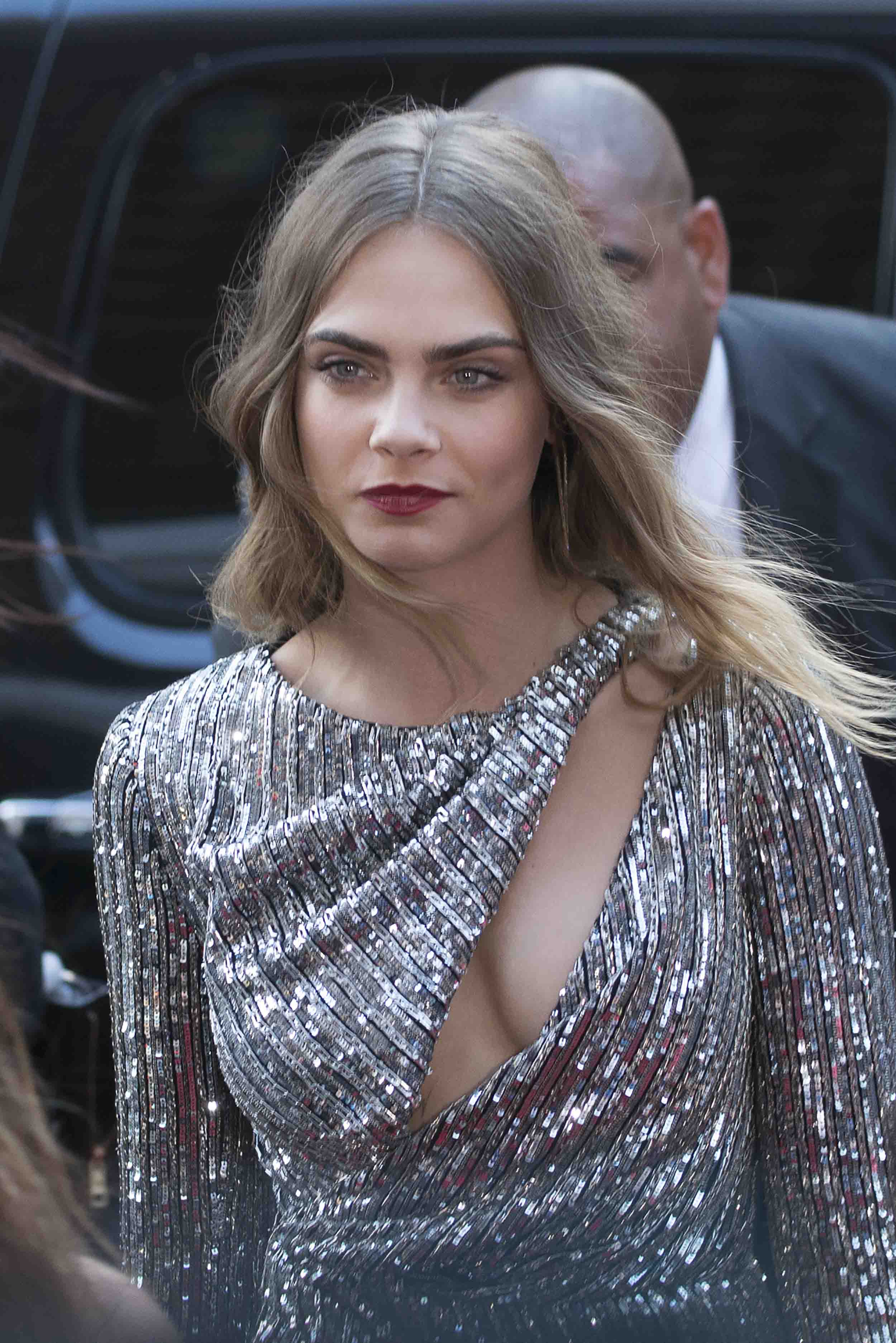 cara delevingne margot robbie hat sie t towiert loomee tv. Black Bedroom Furniture Sets. Home Design Ideas