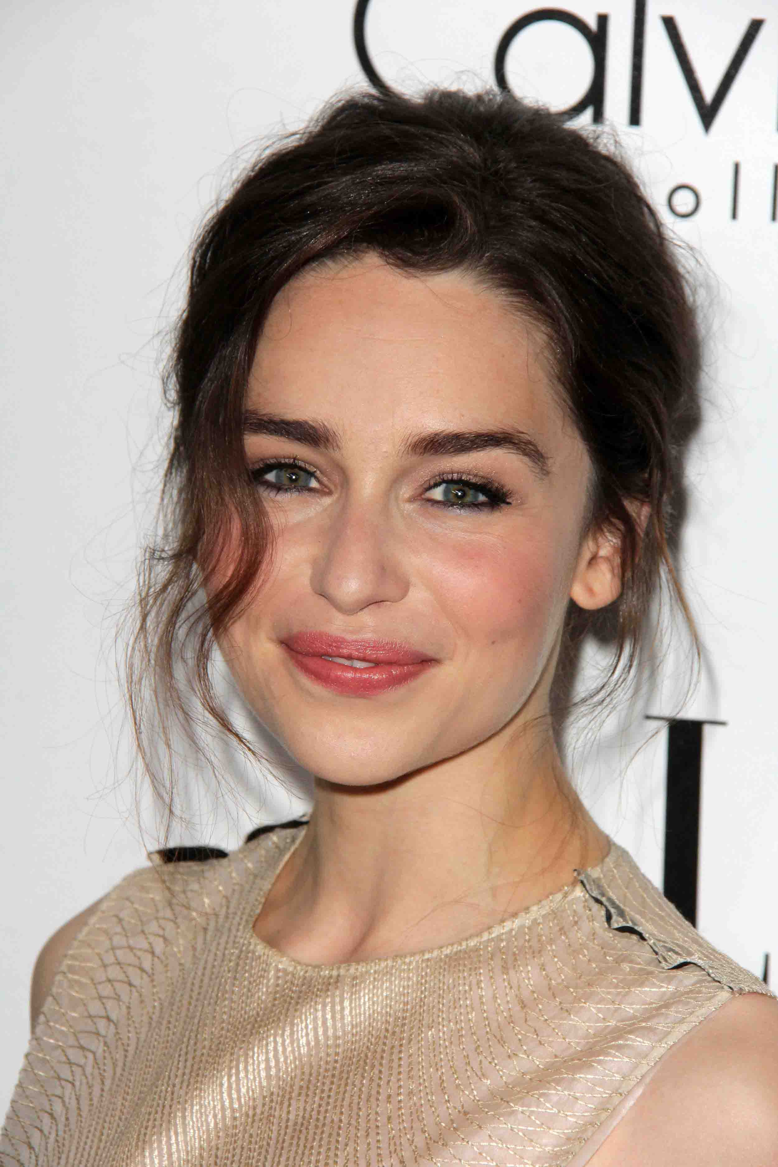 Emilia Clarke Tr 228 Nen Am Set Von Quot Game Of Thrones Quot