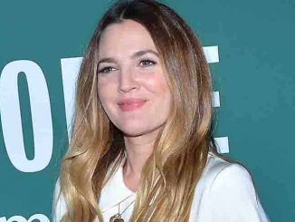 """Drew Barrymore """"Wildflower"""" Book Signing at Barnes & Noble in New York City on October 27, 2015"""