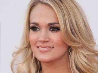 Carrie Underwood - 2015 American Music Awards - Arrivals