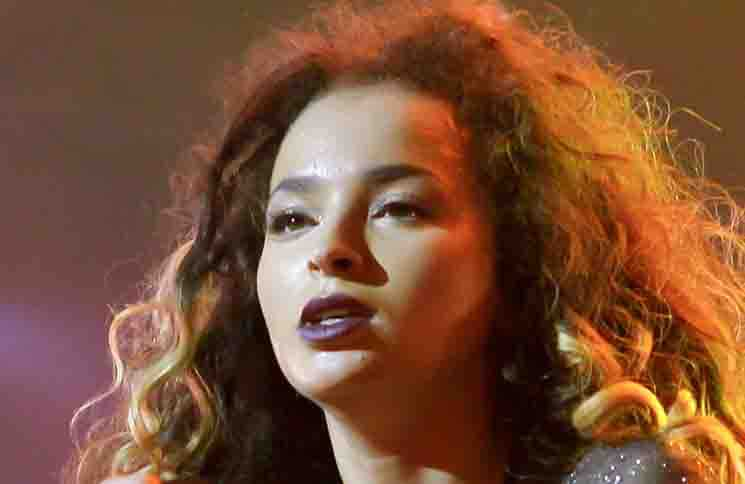 Ella Eyre in Concert at Brixton Academy in London - November 10, 2015