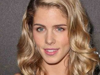 Emily Bett Rickards - The Hollywood Foreign Press Association and InStyle Miss Golden Globe 2014 Party