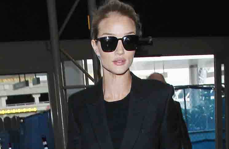 Rosie Huntington-Whiteley Sighted at LAX Airport on January 22, 2016