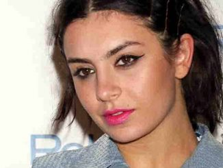 Charli XCX Makes Her Debut at Rehab Pool Party in Las Vegas on August 16, 2015