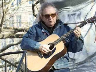 Don McLean - 86th Annual Macy's Thanksgiving Day Parade