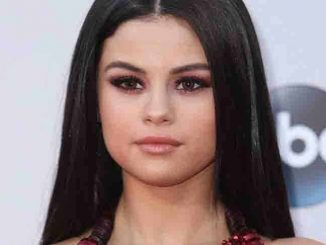 Selena Gomez - 2015 American Music Awards - Arrivals