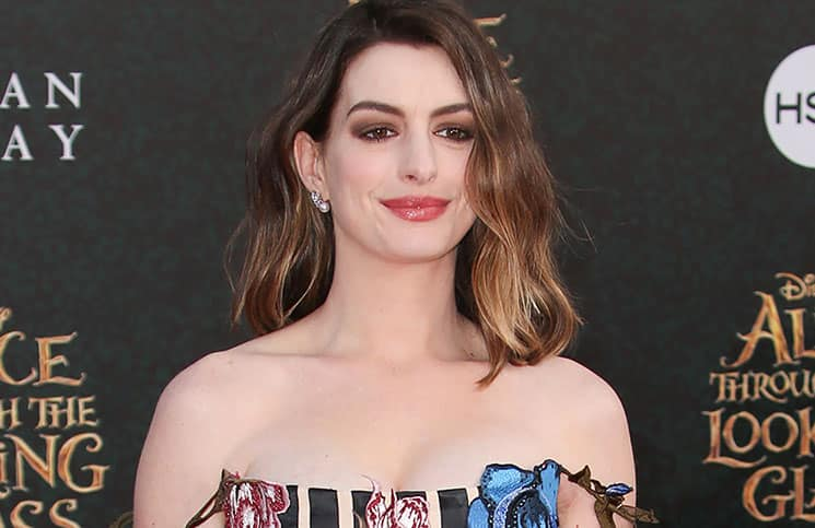 """Anne Hathaway - """"Alice Through the Looking Glass"""" Los Angeles Premiere"""