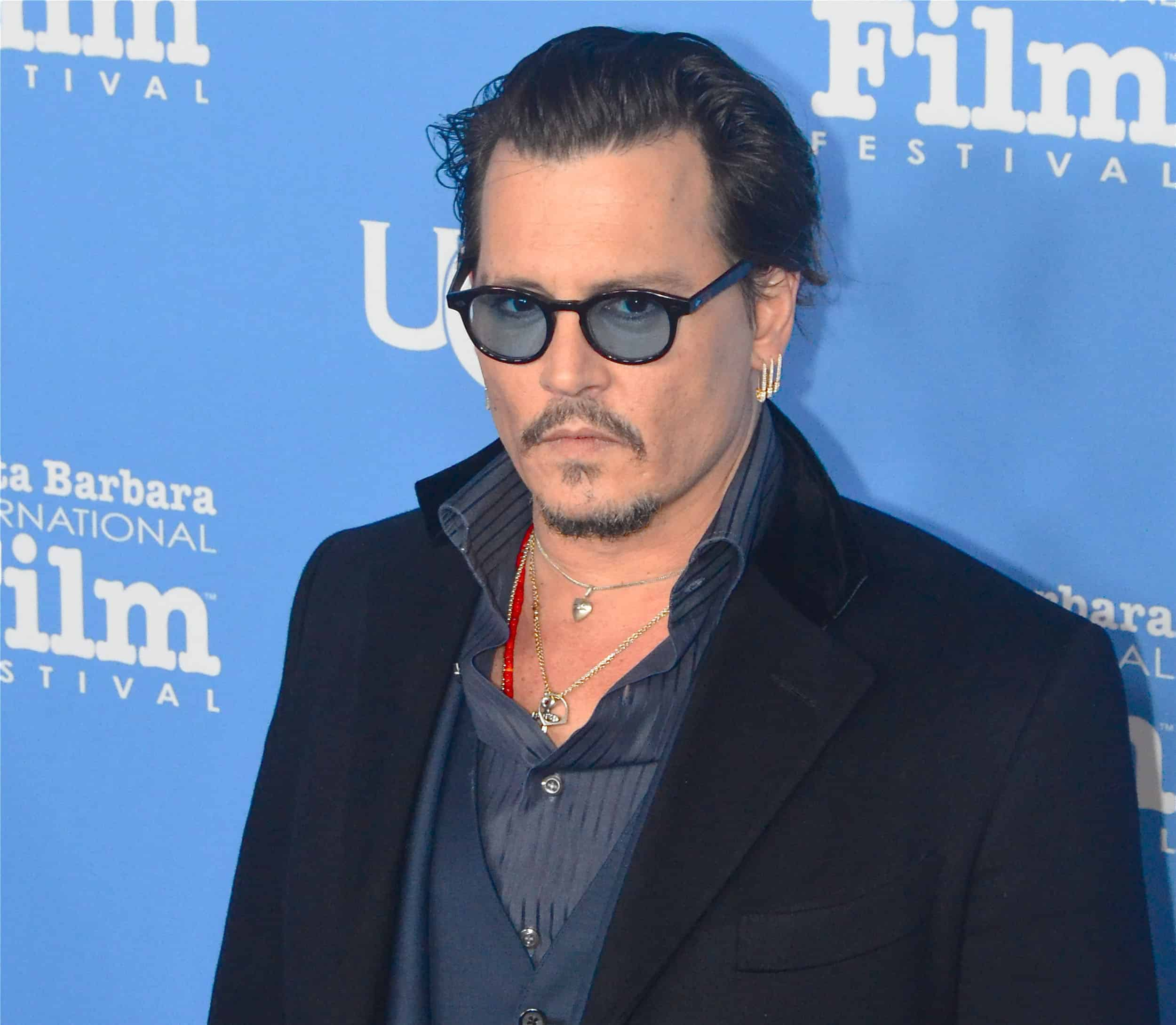 johnny depp begeistert von alice im wunderland 2 loomee tv. Black Bedroom Furniture Sets. Home Design Ideas
