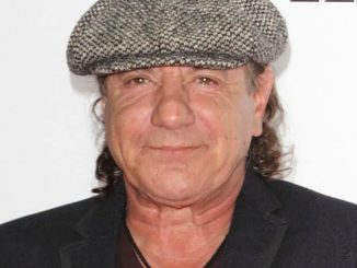 Brian Johnson: Überraschungsauftritt in Mick Fleetwoods Bar - Musik News