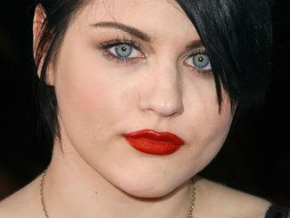 "Frances Bean Cobain - ""Twilight"" Los Angeles Premiere - Arrivals"