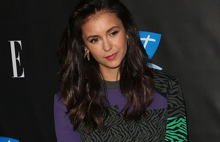 nina dobrev schnipp schnapp haare ab loomee tv. Black Bedroom Furniture Sets. Home Design Ideas